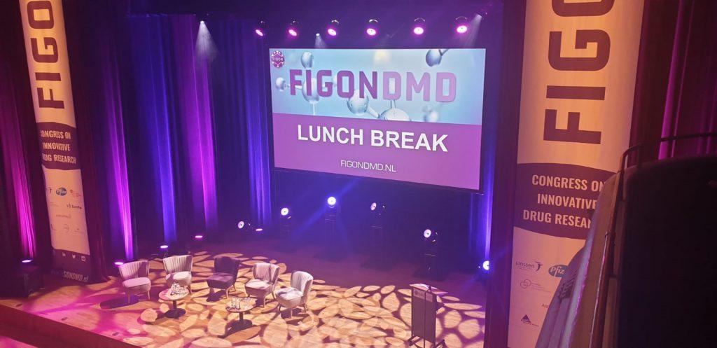 Podium Stadsgehoorzaal Leiden tijdens Figon DMD congres